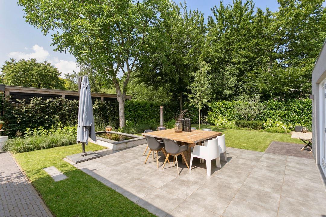 Strakke moderne achtertuin 1